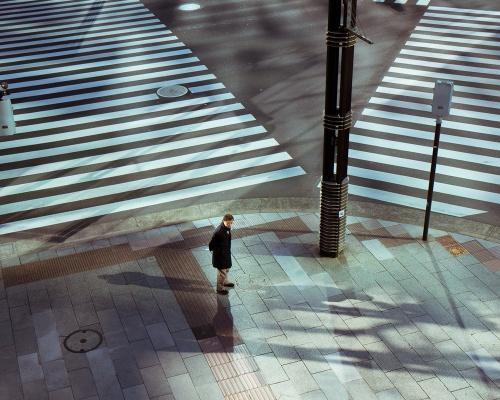 1ac782279feed106-japan-crosswalk